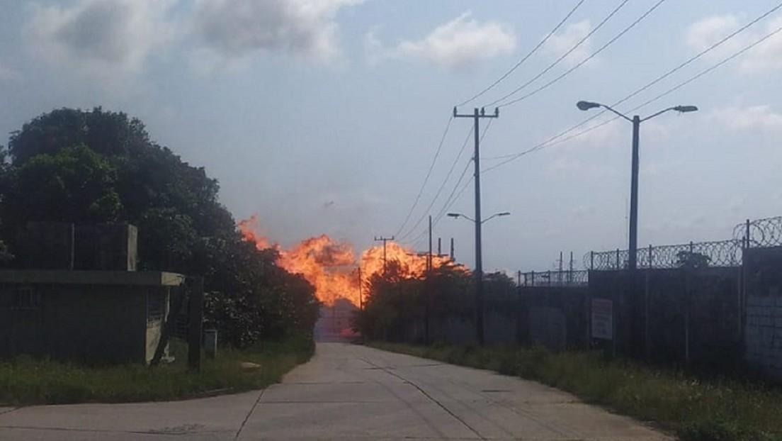 VIDEO: El momento de la explosión y el posterior incendio en un complejo petroquímico del sur de México