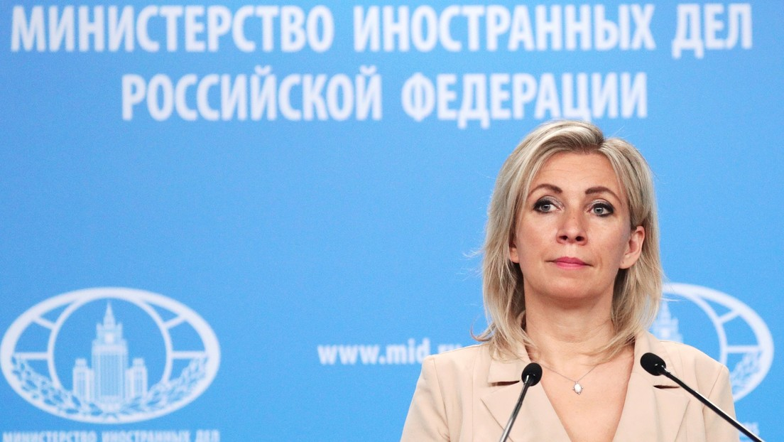 """Moscú insta a Occidente a ocuparse de gente como Assange, que """"ya no puede ni gritar"""" que necesita ayuda, tras sus comentarios sobre Navalny"""