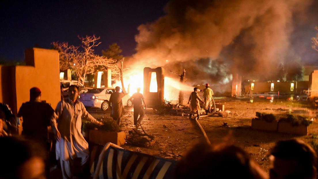 China comenta la explosión de un coche bomba frente al hotel de Pakistán donde se alojaba su embajador
