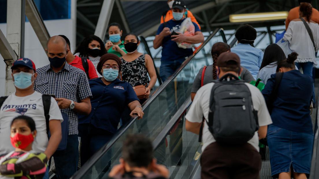 Piden a los pasajeros del Metro de Ciudad de Panamá protegerse del covid-19 dejando de hablar en los vagones