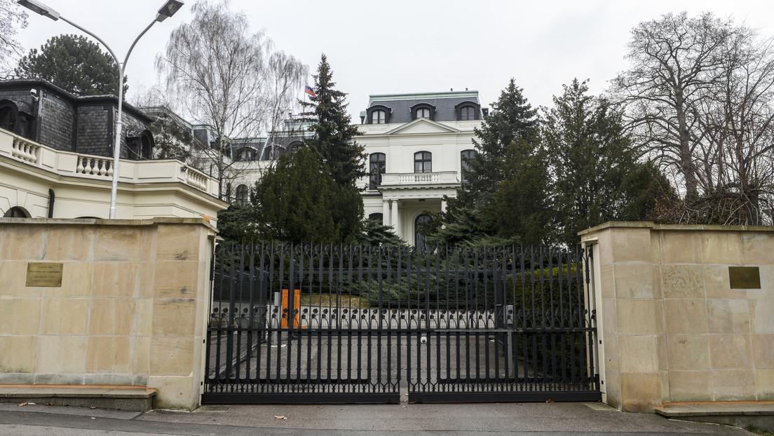 República Checa reduce el personal de la Embajada de Rusia en Praga al que tiene la misión checa en Moscú
