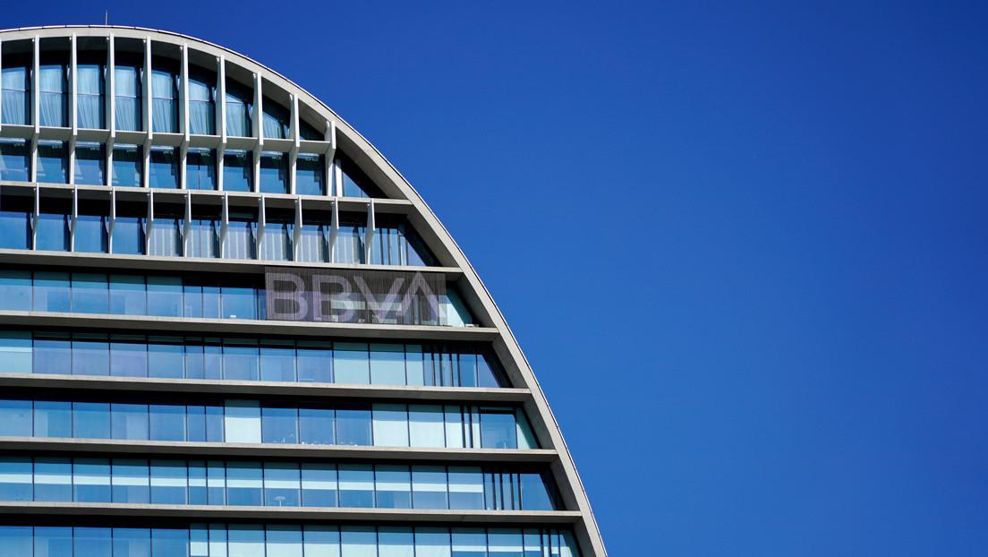 El BBVA plantea el despido de 3.800 trabajadores en España tres días después de que CaixaBank propusiera eliminar más de 8.000 puestos de trabajo