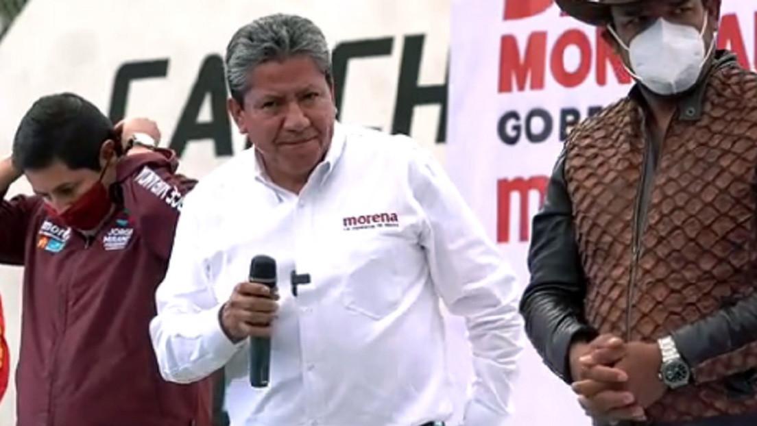 VIDEO: El aspirante a la gubernatura en México le toca los glúteos a una candidata y ella responde