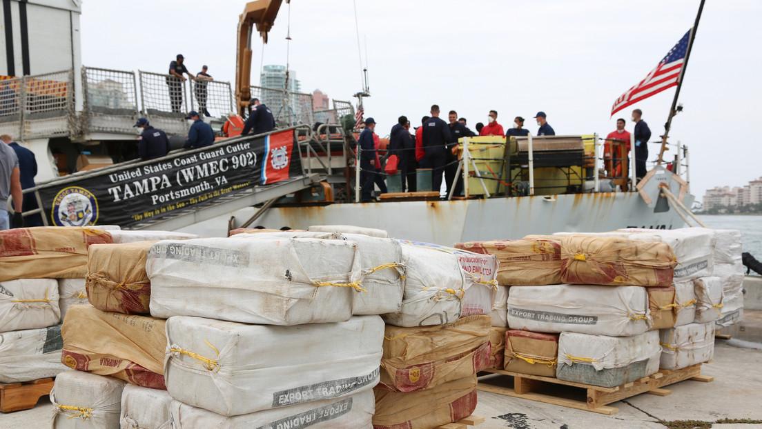 La Guardia Costera de EE.UU. captura una embarcación con 94 millones de dólares en cocaína frente a las costas de Colombia (VIDEO)