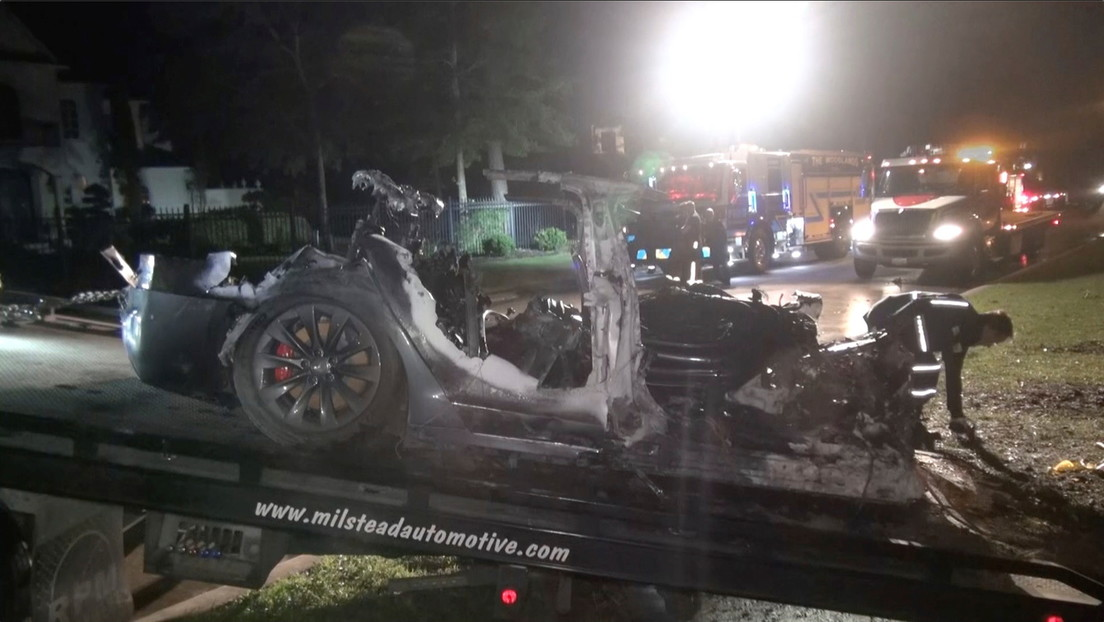 """Descubren en los autos Tesla fallas en el sistema de piloto automático que podrían representar """"un peligro extremo"""""""