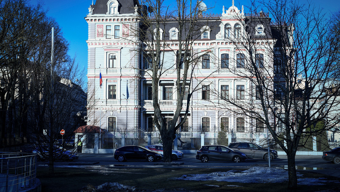 Los países bálticos expulsan conjuntamente a cuatro diplomáticos rusos en solidaridad con la República Checa