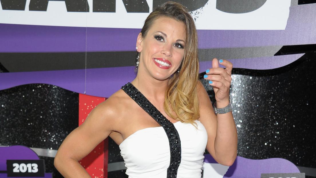 """Icónica excampeona Mickie James recibe sus pertenencias en una bolsa de basura tras ser despedida de la WWE y en la empresa se declaran """"avergonzados"""""""