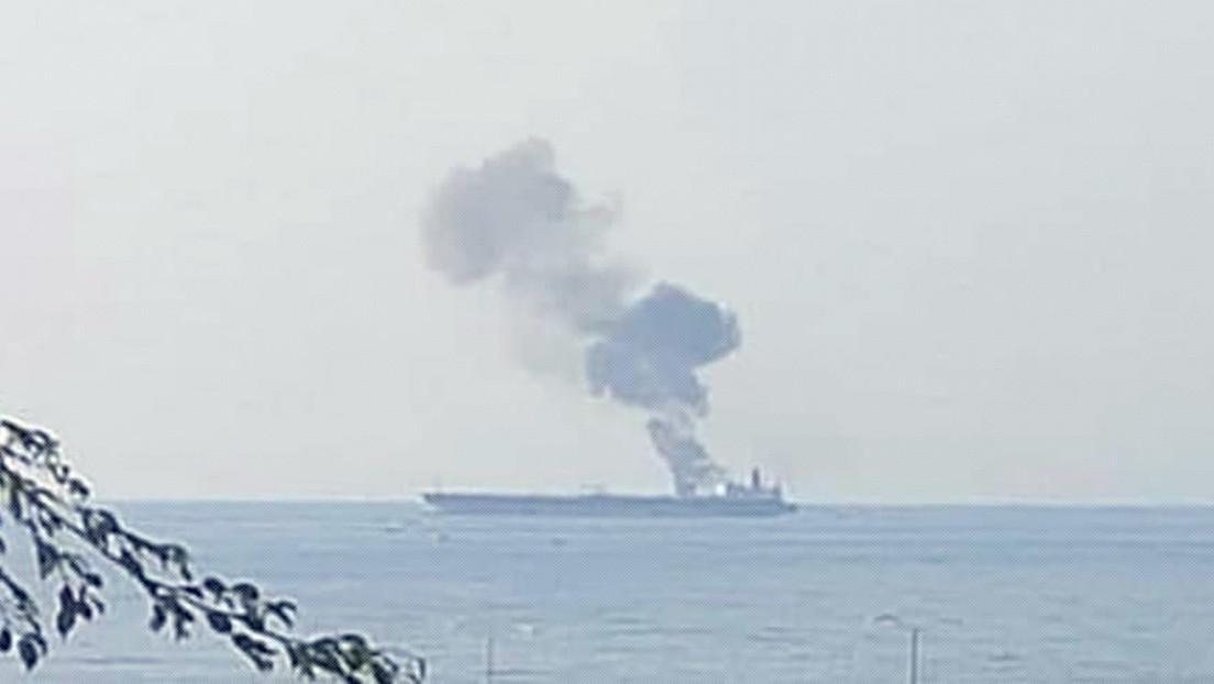 FOTOS: Se declara un incendio a bordo de un petrolero frente a las costas de Siria y las autoridades creen que pudo ser causado por un ataque con dron