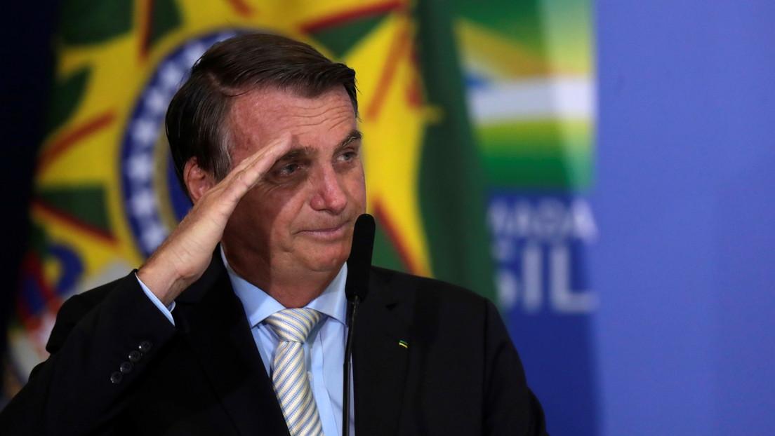 """Bolsonaro afirma que el Ejército puede salir a la calle para """"acabar con esta cobardía del toque de queda"""""""