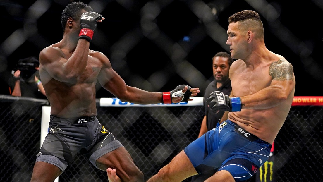 VIDEO:  La terrible fractura de un excampeón de la UFC que se parte la pierna en dos al comenzar una pelea