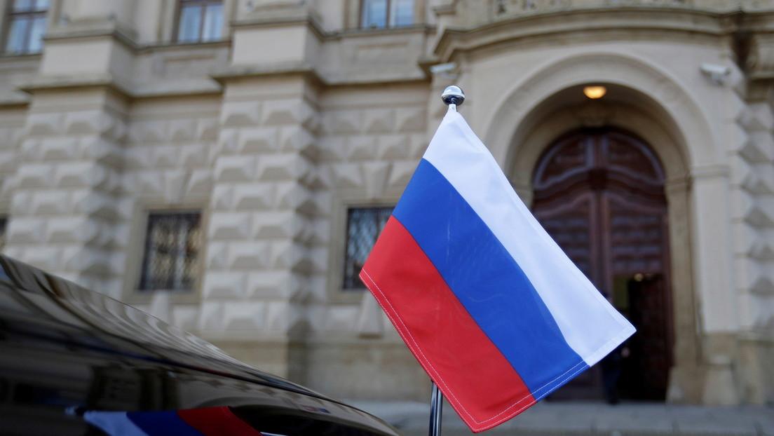 """Putin enfatiza a Macron """"la naturaleza absurda"""" de las acusaciones y de las medidas de Praga contra Rusia"""