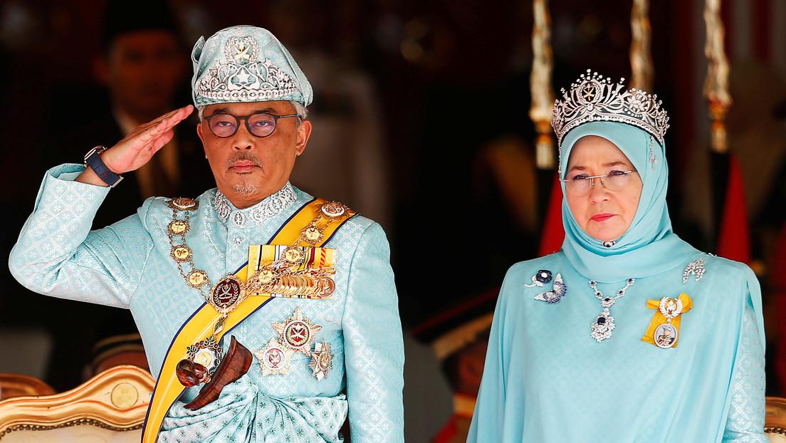 Arrestan en Malasia a un artista por supuestamente insultar a la reina con una lista de reproducciones en Spotify