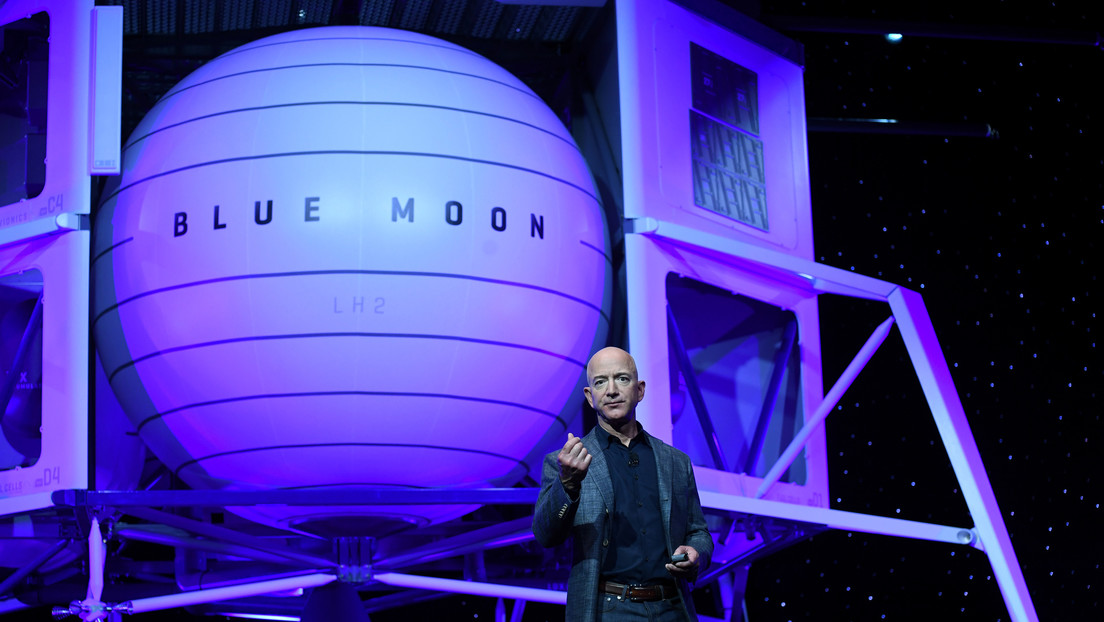 Blue Origin protests the award of a multi-million dollar contract to SpaceX to take astronauts to the Moon