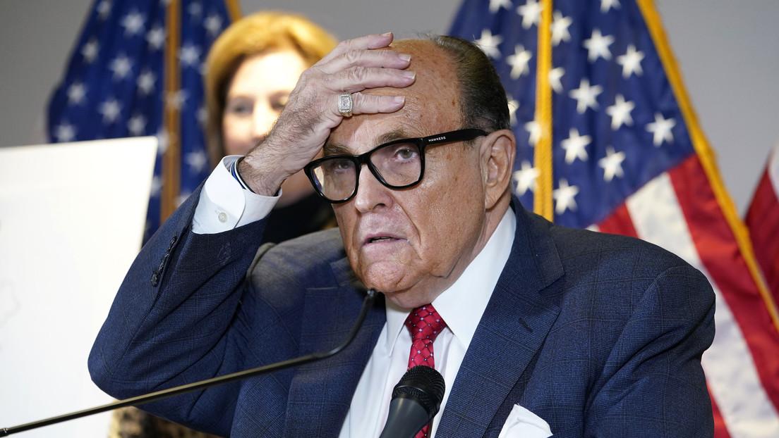 Investigadores federales registran el apartamento de Rudy Giuliani, exabogado de Trump