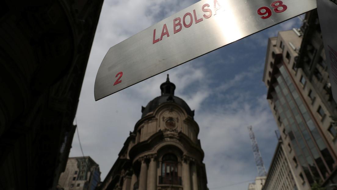 La Bolsa de Santiago experimenta su mayor caída en casi un año tras anunciarse el tercer retiro del fondo de pensiones