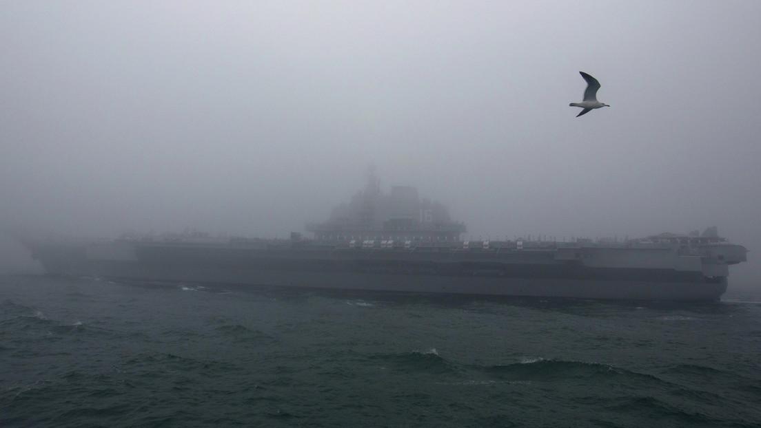 China lanza una 'advertencia' a Japón y envía de nuevo su portaaviones Liaoning a través del estrecho de Miyako