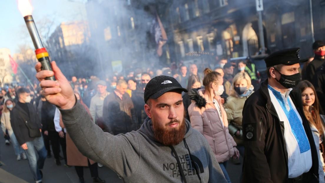 Ultraderecha de Ucrania celebra el aniversario de una división nazi en pleno centro de Kiev