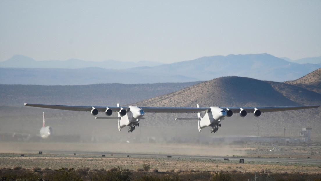 VIDEOS: El avión más grande del mundo logra un segundo vuelo de prueba exitoso