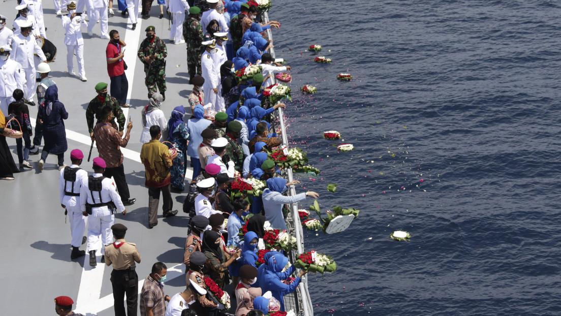 La Armada de Indonesia cree que una ola interna hundió al submarino con 53 tripulantes a bordo