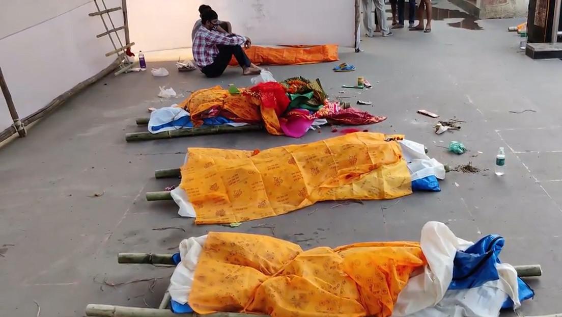 VIDEO: Apilan cadáveres en las calles de una ciudad india en medio del colapso sanitario por la pandemia de covid-19
