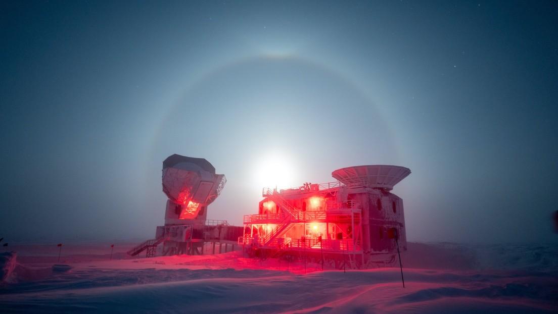 FOTO: Un fotógrafo capta un raro fenómeno en la Antártida con la Luna rodeada por un espectacular halo