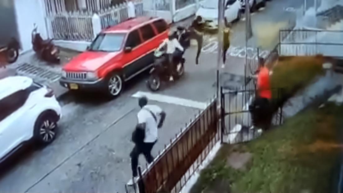 El 'Jackie Chan' colombiano: un hombre detiene de una patada voladora a dos ladrones en moto (VIDEO)