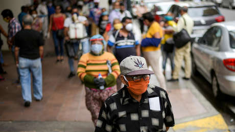 Ecuador declara estado de excepción para el 70 % de la población por el coronavirus