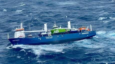 Un buque con toneladas de petróleo queda a la deriva frente a Noruega y corre el peligro de hundirse provocando un desastre medioambiental (VIDEO)
