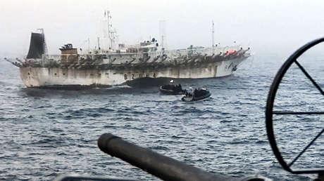 La 'ciudad flotante' que depreda el mar argentino con la pesca ilegal de buques extranjeros
