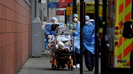"""La variante india de doble mutación del coronavirus llega a Reino Unido y """"tiene todas las características de ser muy peligrosa"""""""