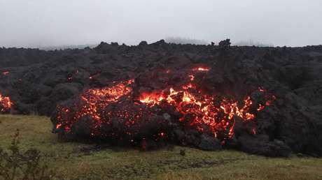 Corrientes de lava del volcán Pacaya en Guatemala afectan a siete comunidades y queman plantaciones de café y aguacate