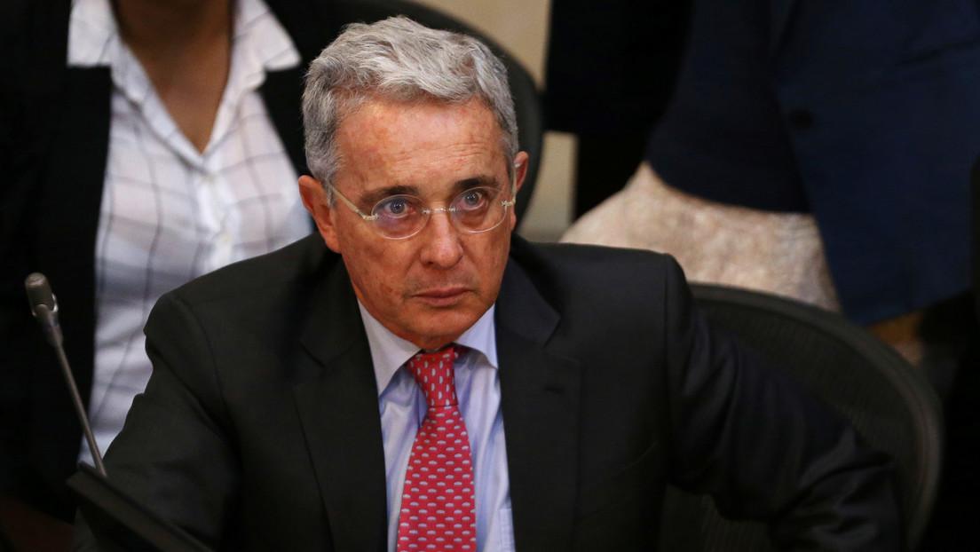 Twitter borra el tuit del expresidente Álvaro Uribe en el que incitaba al uso de armas de la fuerza pública contra manifestantes