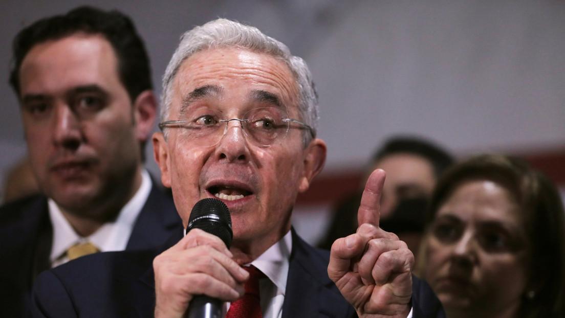"""""""Soy incapaz de silenciar mi voz"""": Álvaro Uribe responde a Twitter por eliminar un tuit en el que incitaba al uso de armas de la fuerza pública"""