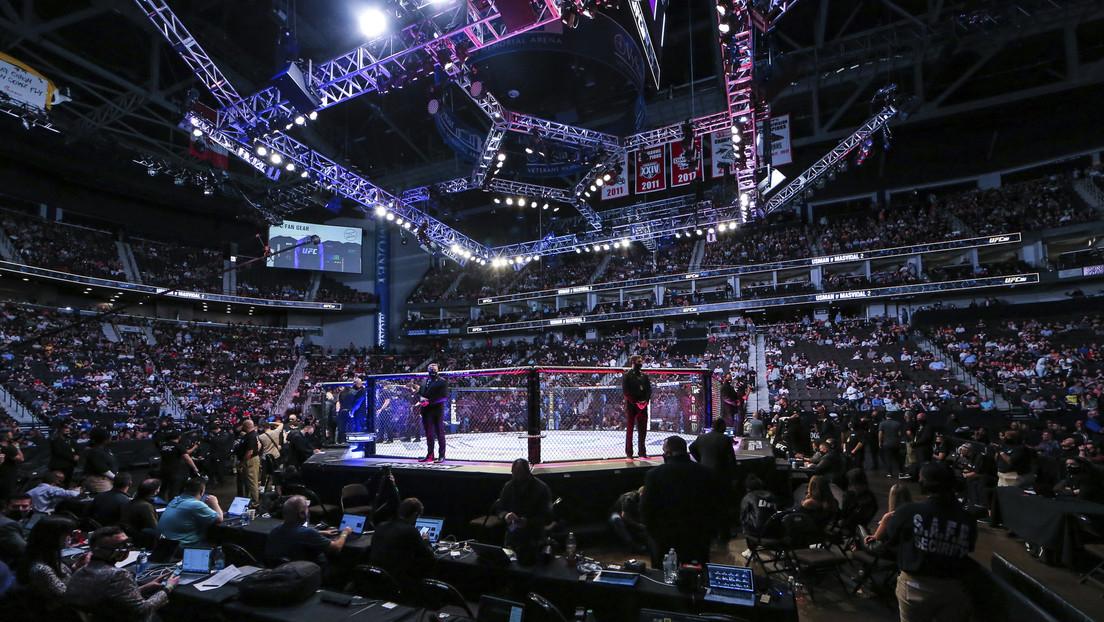 VIDEO: Un luchador de MMA se resbala y derrota a su rival en 17 segundos