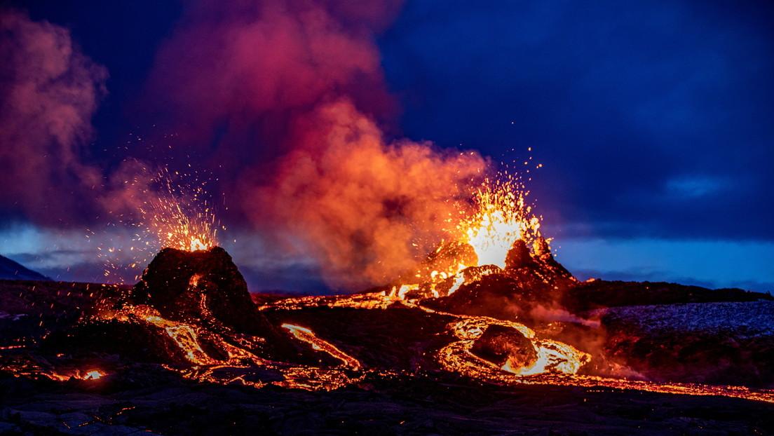 VIDEO: Un dron 'kamikaze' se asoma a un volcán islandés en erupción, capta un espectáculo 'hipnótico' y acaba fundido