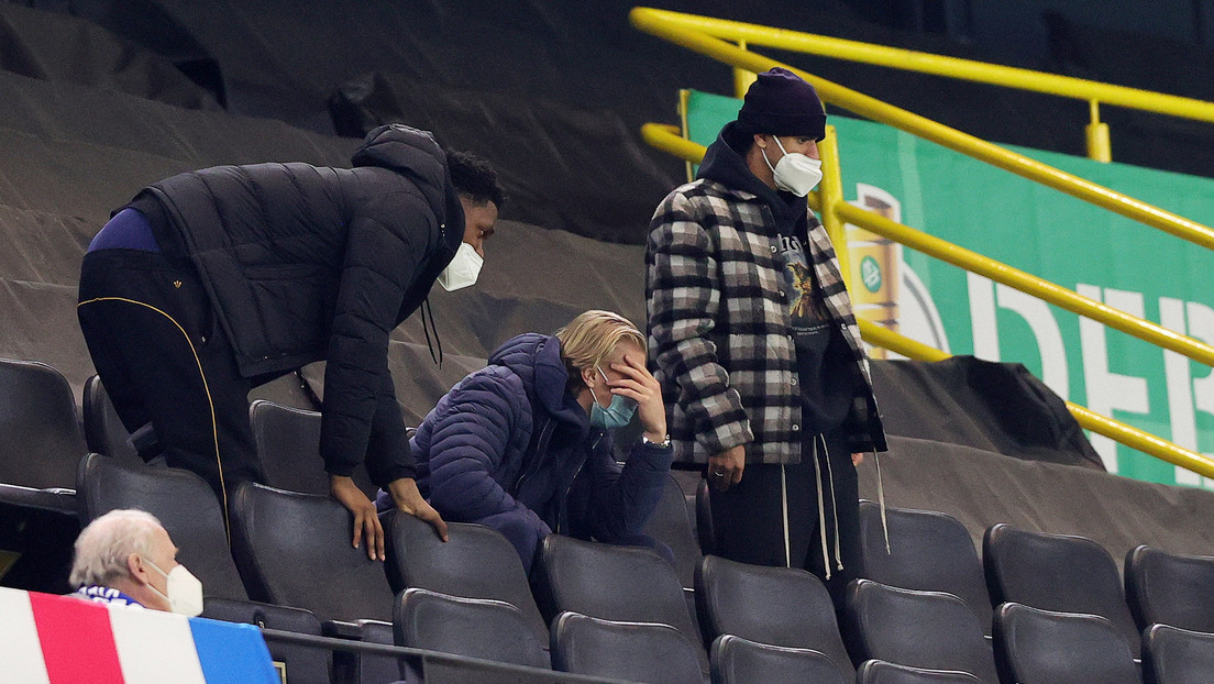 VIDEO: La horrible lesión del futbolista Mateu Morey, del Borussia Dortmund, deja asustado a su compañero Erling Haaland
