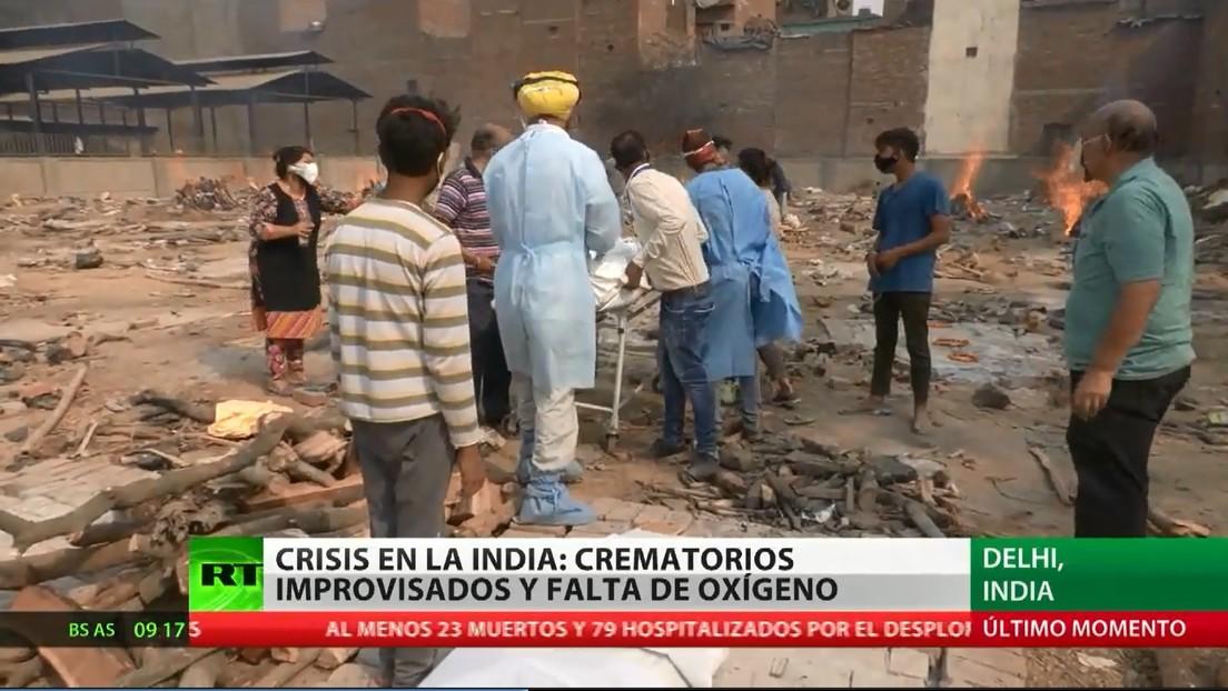 Crematorios improvisados y falta de oxígeno: la crisis en la India por el covid-19