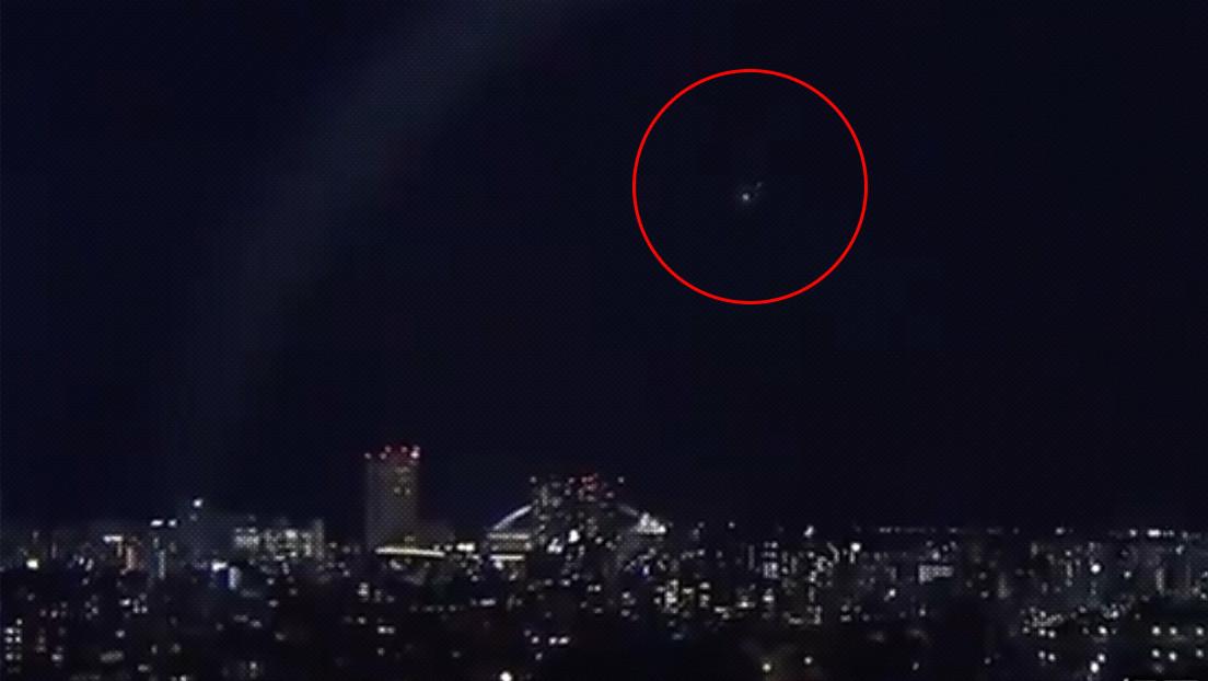 VIDEO: Una enorme y resplandeciente bola de fuego ilumina el cielo de Japón