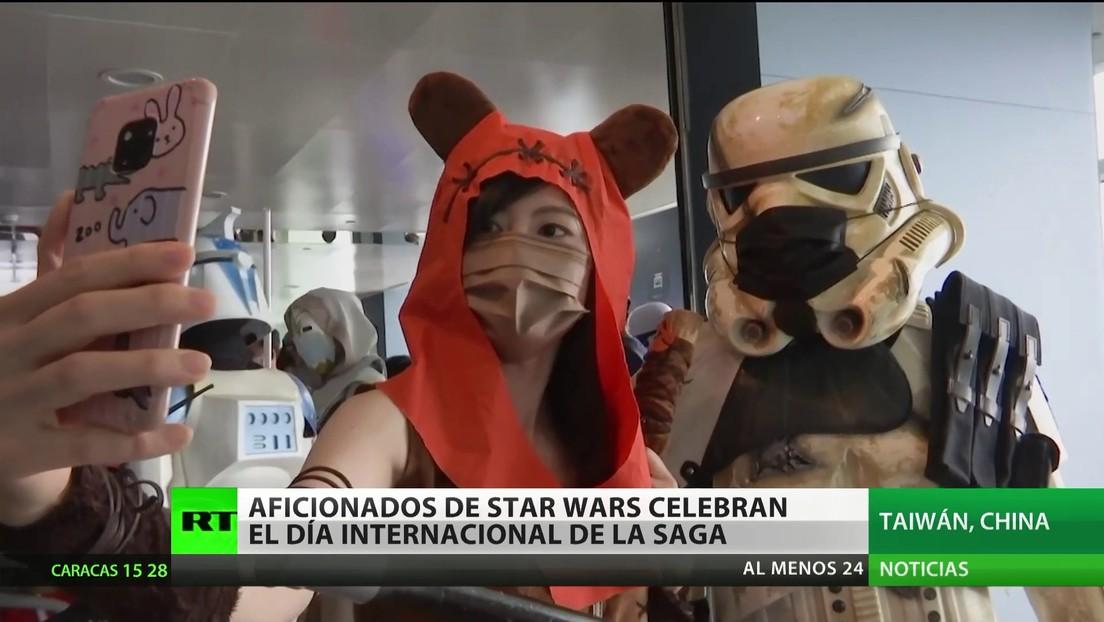 Aficionados de 'La guerra de las galaxias' celebran el día internacional de la saga