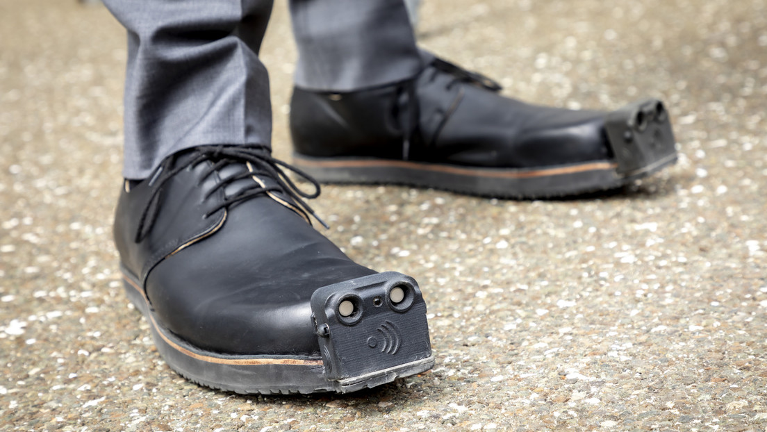 Unos zapatos 'guía' para ciegos incluirán una cámara y un sistema con inteligencia artificial que reconoce y diferencia obstáculos