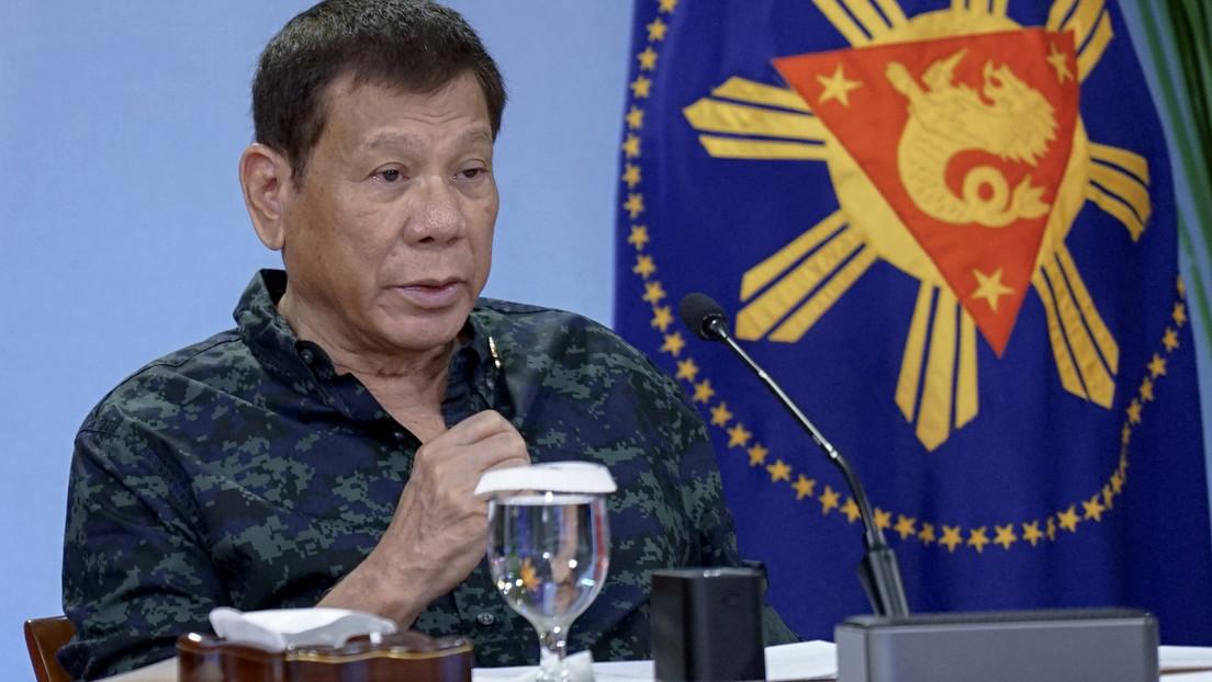 Duterte ordena arrestar a quienes no usen mascarilla tras una reunión en la que fue el único que no la llevaba