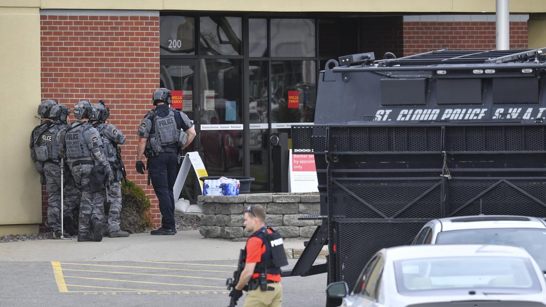Un hombre secuestra a 5 empleados de un banco de Minnesota como rehenes y los retiene durante más de 8 horas