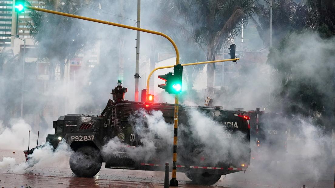 """Human Rights Watch muestra a la Policía de Colombia disparando """"proyectiles múltiples"""" a los manifestantes desde una tanqueta (VIDEO)"""