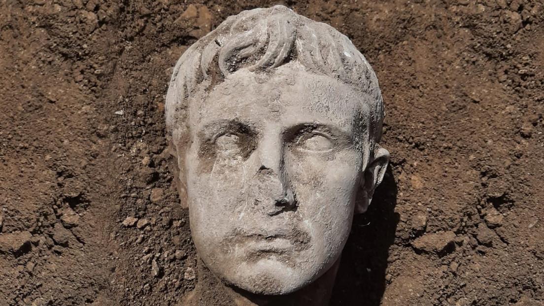 FOTOS: Hallan en Italia la cabeza de una estatua romana del emperador Augusto