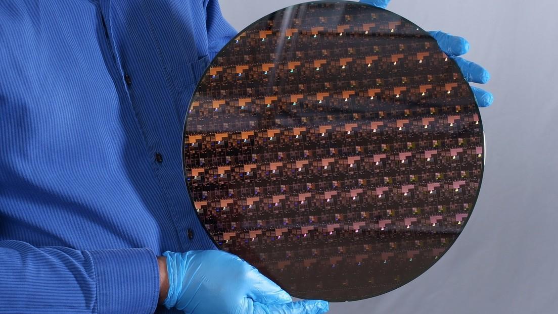 IBM anuncia el desarrollo de un chip de 2 nanómetros que aumentaría radicalmente la potencia y autonomía de los procesadores