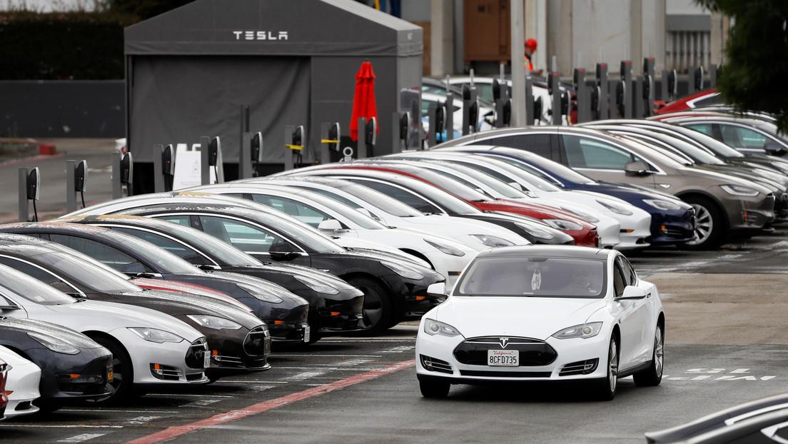 Tesla reconoce que es poco probable que sus coches alcancen la autonomía completa este año