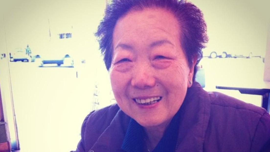 VIDEO: Momento en el que un hombre apuñala a dos ancianas asiáticas en EE.UU. mientras estas esperaban el autobús