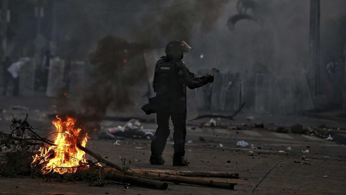 """""""Somos prensa, ¿por qué nos dispararon?"""": 3 periodistas colombianos graban cómo el Esmad les dispara con perdigones mientras cubrían protestas"""