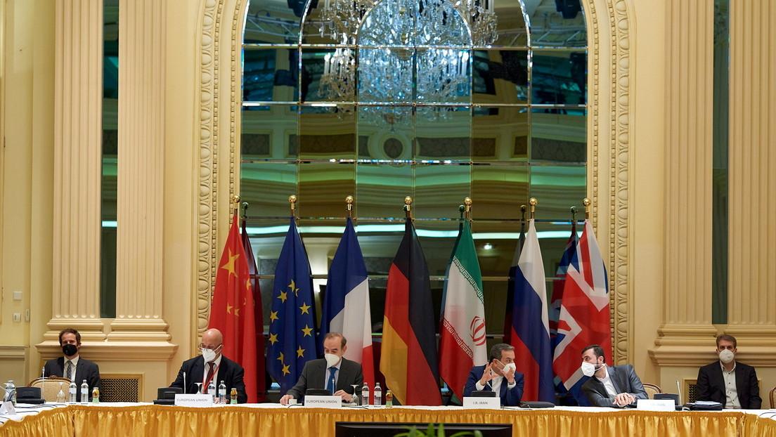 """Irán dice que EE.UU. está dispuesto a levantar varias sanciones y volver al acuerdo nuclear, pero Teherán quiere que se cumplan """"todas"""" sus demandas"""
