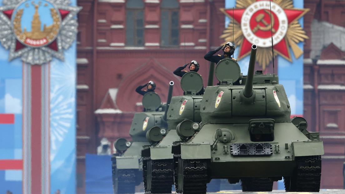 Tanques T-34 en la Plaza Roja, Moscú, Rusia, el 9 de mayo de 2021.